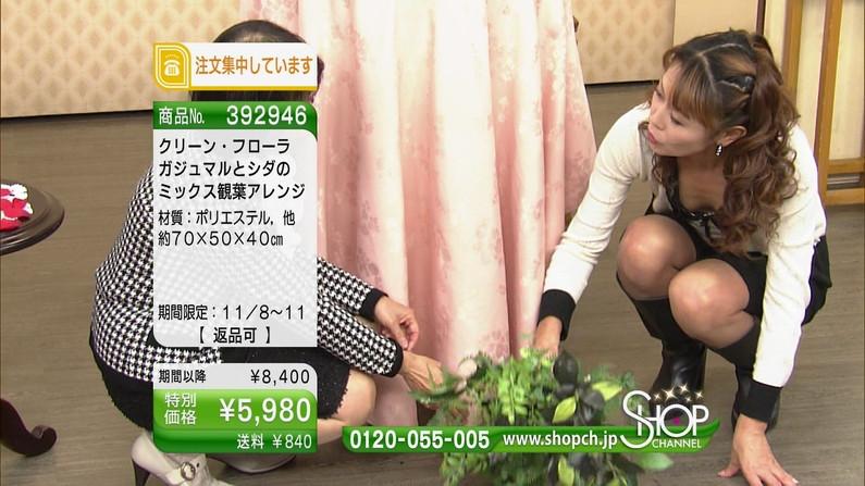 【谷間キャプ画像】テレビでムギュっと寄せて露骨に谷間アピールさす淫乱タレント達ww 19