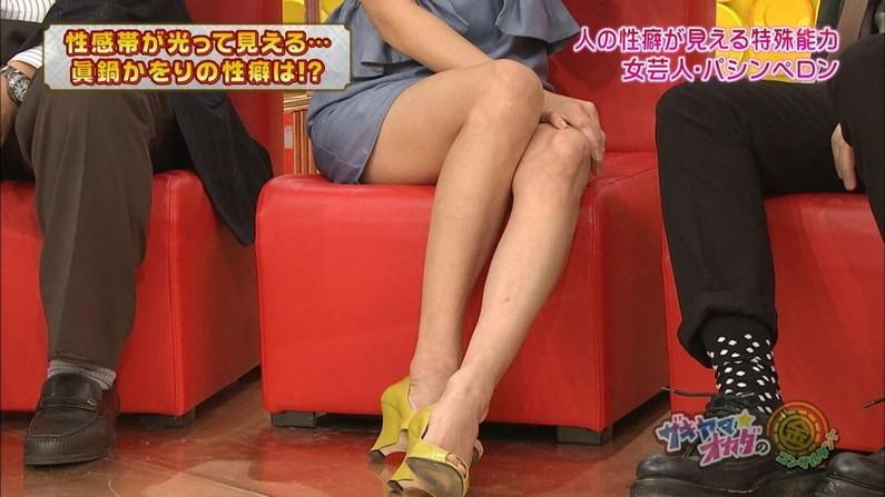 【美脚キャプ画像】スラット綺麗な美脚からの太ももの付け根あたりまで露出するタレントを視姦するw 15