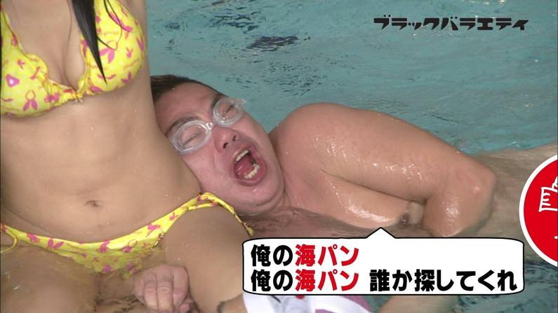 【オッパイキャプ画像】グラドル達のオッパイが水着からはみ出し過ぎてえらいこっちゃやww 24