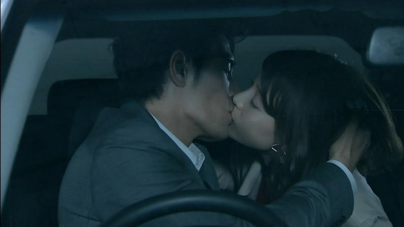 【キステレビキャプ画像】見てるだけで照れちゃう女子アナやタレント達のキス顔やキスシーンww 04