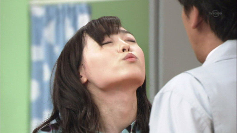 【キステレビキャプ画像】見てるだけで照れちゃう女子アナやタレント達のキス顔やキスシーンww 15