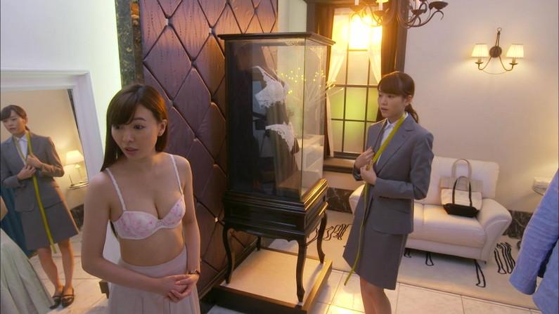 【下着キャプ画像】下着姿でテレビに出るタレント達がぐぅエロwやっぱ水着より下着だなw 05