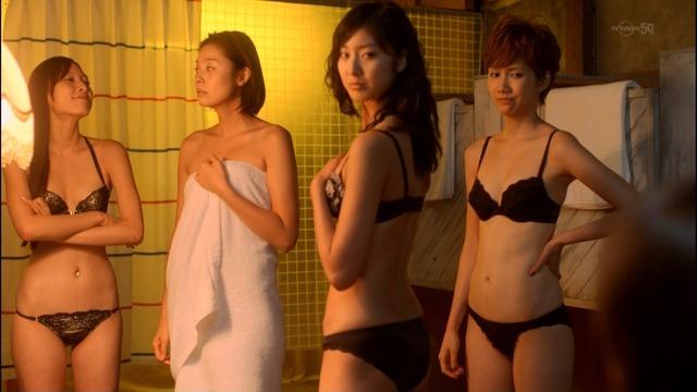 【下着キャプ画像】下着姿でテレビに出るタレント達がぐぅエロwやっぱ水着より下着だなw 10