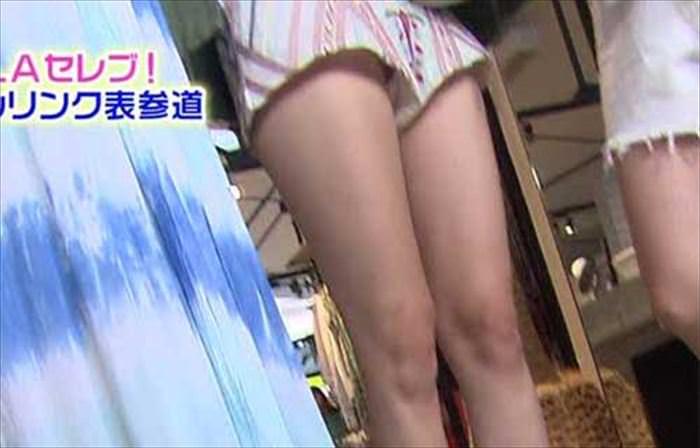 【放送事故画像】一瞬の気の緩みがパンチラに繋がるテレビでのパンチラwww 14