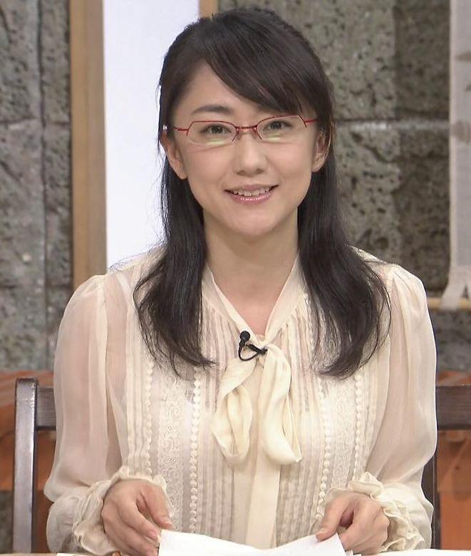 【ブラ透けキャプ画像】やらしい透け透けの服着ちゃってテレビに出るってどぉゆうことだww 21