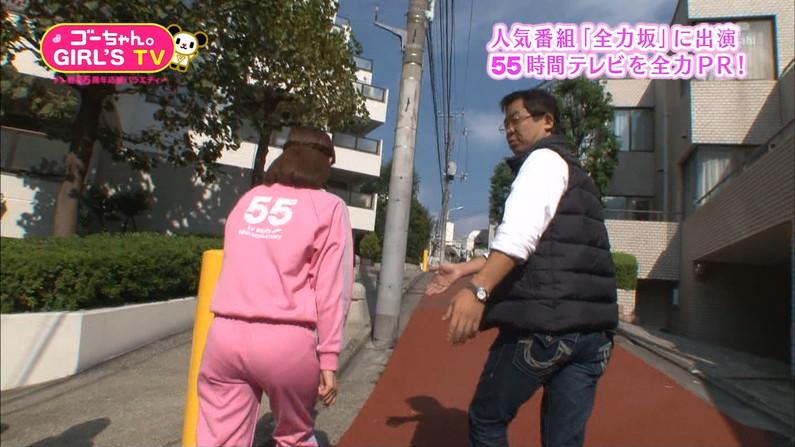 【お尻キャプ画像】キュッと食い込んだズボンからパンツラインまで見えちゃってる女子アナ達 02