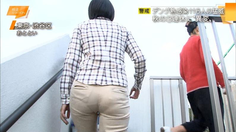 【お尻キャプ画像】キュッと食い込んだズボンからパンツラインまで見えちゃってる女子アナ達 21