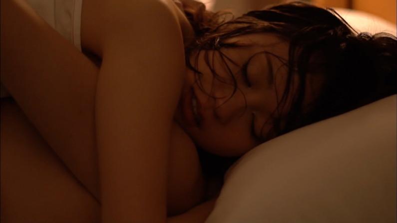 【濡れ場キャプ画像】今度はあの前田敦子がベッドシーンで逝き顔全開で喘いでたwww 05