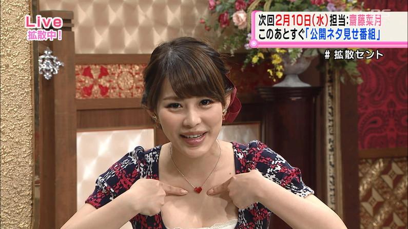 【谷間キャプ画像】ユルユル胸元から見せつけるタレント達の谷間に思わず反応してしまった! 16