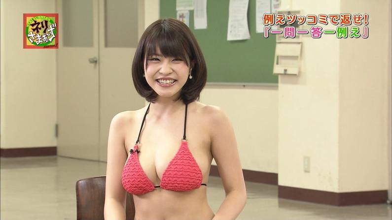 【オッパイキャプ画像】やっぱりテレビに出てくる巨乳の水着姿は格別にエロいなw 17