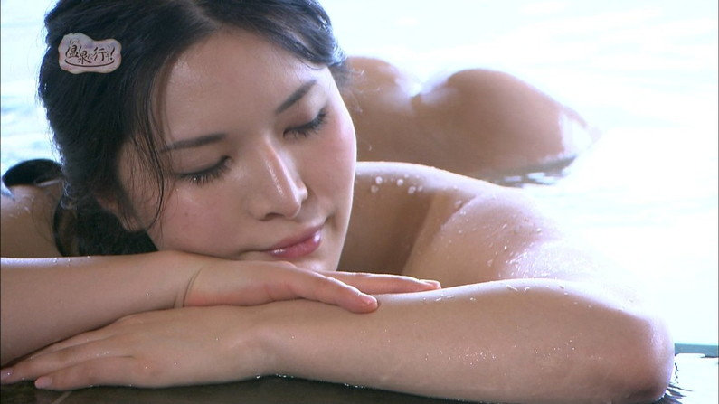 【入浴キャプ画像】芸能人の入浴シーンでバスタオルから見える谷間みて興奮しないやついるの?ww 13
