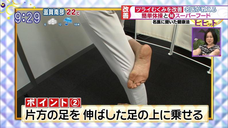 【足裏キャプ画像】ドMな男と脚フェチな男にはたまらないであろう芸能人達の足裏ww 15