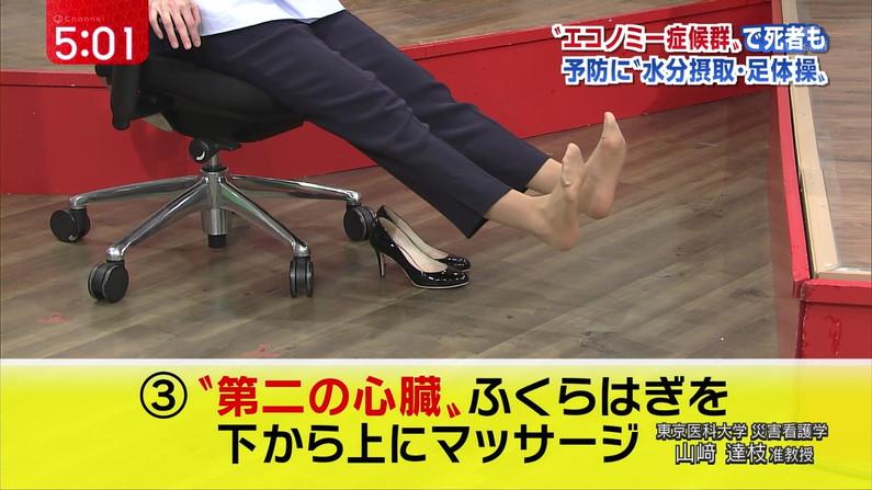 【足裏キャプ画像】ドMな男と脚フェチな男にはたまらないであろう芸能人達の足裏ww 17