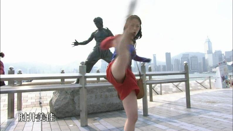 【放送事故画像】これはヤバイ!テレビで股広げすぎてアカンとこまで見えてないか!?www  04