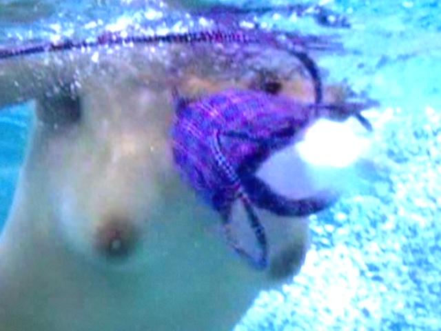 【ポロリ画像】夏の風物詩と言っても過言ではないビキニからポロリしちゃうハプニング画像ww 16