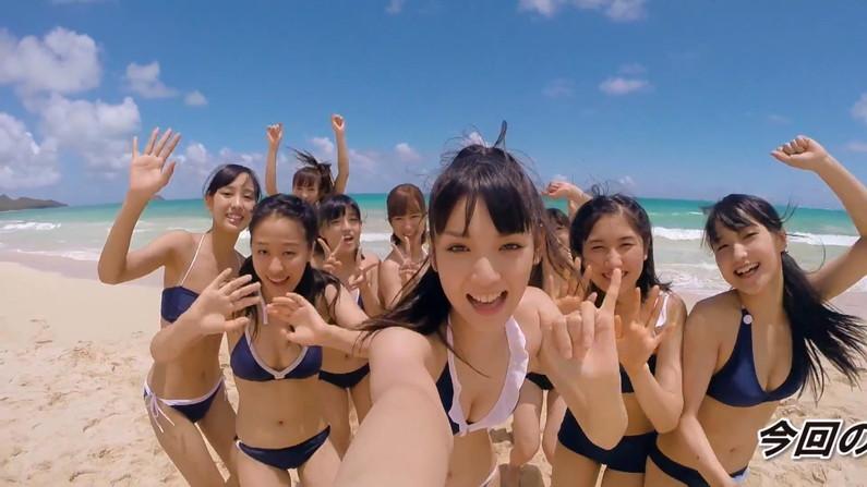 【水着キャプ画像】アイドル達のビキニからこぼれんばかりのオッパイがエロすぎてたまらんww 04