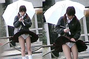 暴風もここだけはイイ仕事w台風中継の見逃せないパンチラの瞬間(;´Д`)